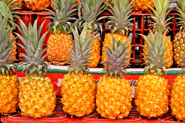 fresh fruits photos-pineapples