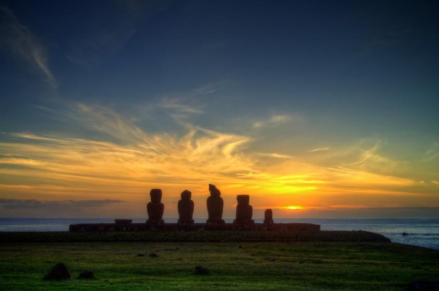 Easter Island Sunset - mohai - Roberto Peverati