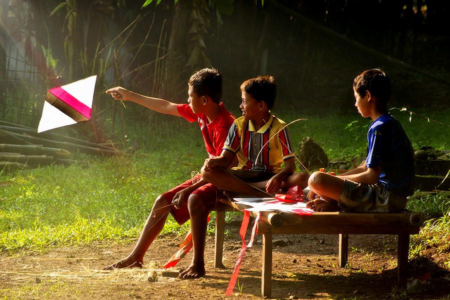 Make kites for happiness by Fabianus Hendrawan