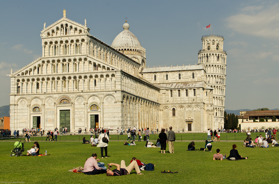 pisa tower italy by Sachintha Abeyarathne