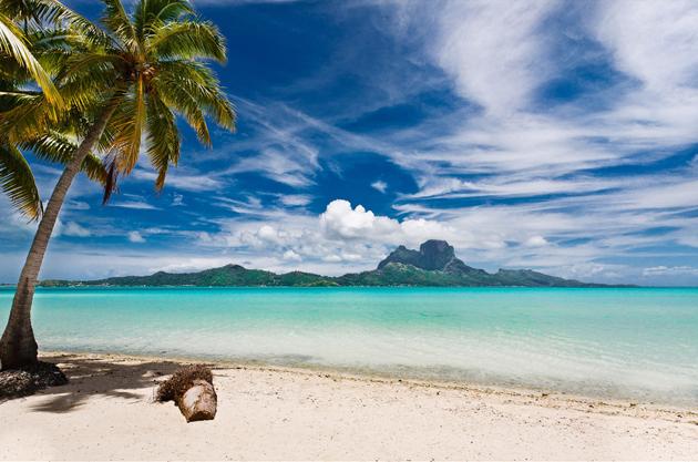 Bora-Bora-Tahiti-by-Roger-Uceda-Molera