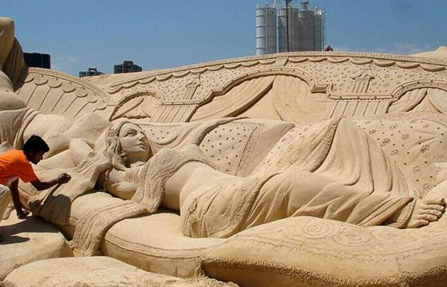 Amazing and beautiful sand sculptures (12)