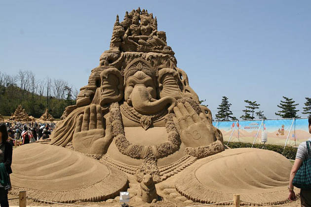 Amazing and beautiful sand sculptures (18)