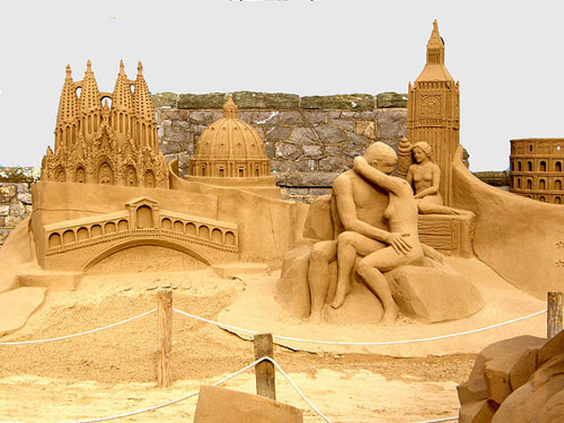 Amazing and beautiful sand sculptures (22)