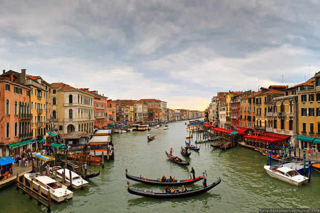 view-from-the-Rialto-bridge