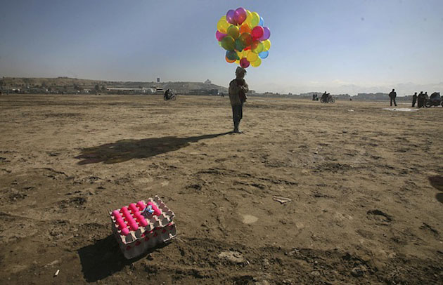 balloon_man-Best Afghanistan Photo Snaps