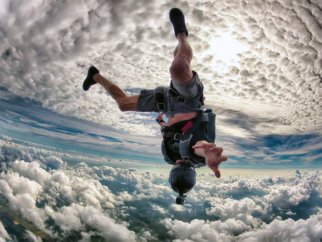 crazy-skydiving-over-miami