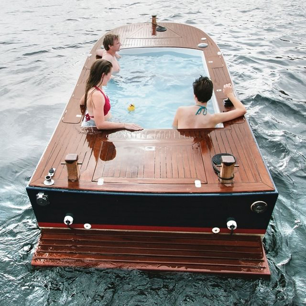 hot-tub-boat-in-Seattle-Washington