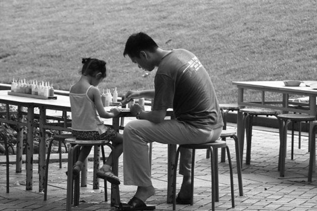 Father-and-Daughter-in-Park-520x346