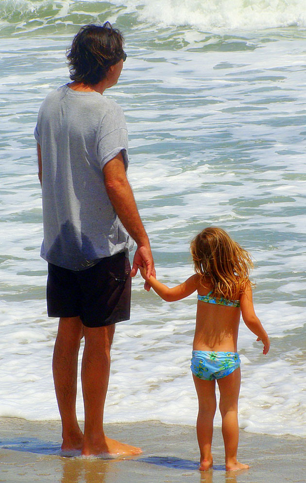 Father-and-Daughter-on-Beach