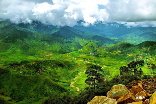 Little sunshine in the valley Khau Pha by Khoi Tran Duc