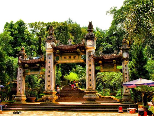 Thuong Temple Door by Khoi Tran Duc