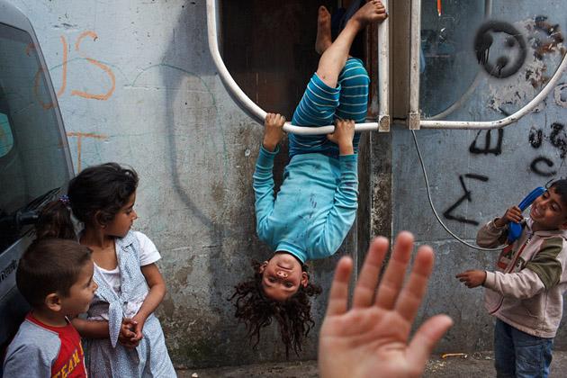 Breathtaking street photography by Maciej Dakowicz (10)
