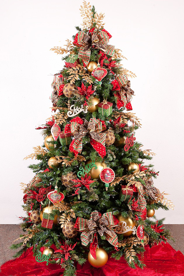 31 Decorating a Christmas Tree (14)
