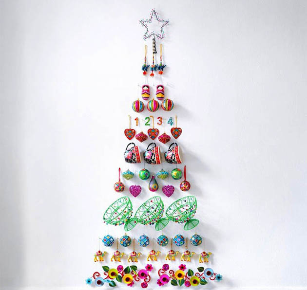 31 Decorating a Christmas Tree (9)