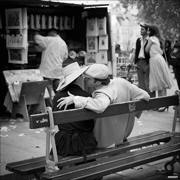 Parisian couple  by Sebastien MANOURY