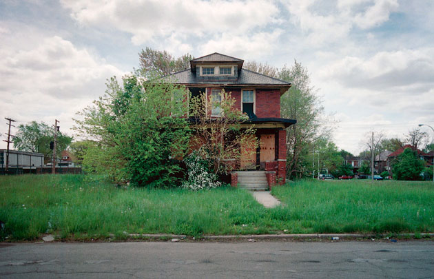 ABANDONED HOUSE Pictures (9)