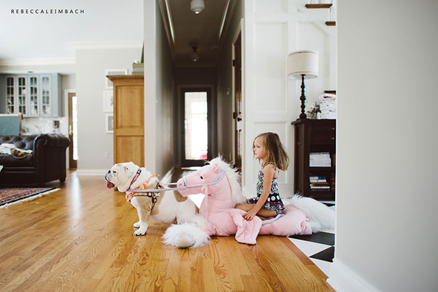 Beautiful Photos of a Little Girl and Her English Bulldog (11)