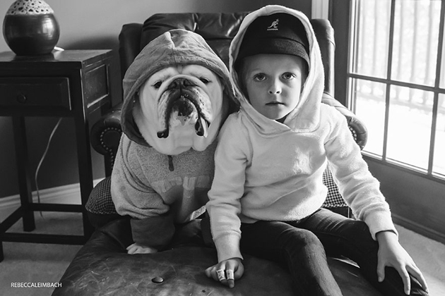 Beautiful Photos of a Little Girl and Her English Bulldog (14)