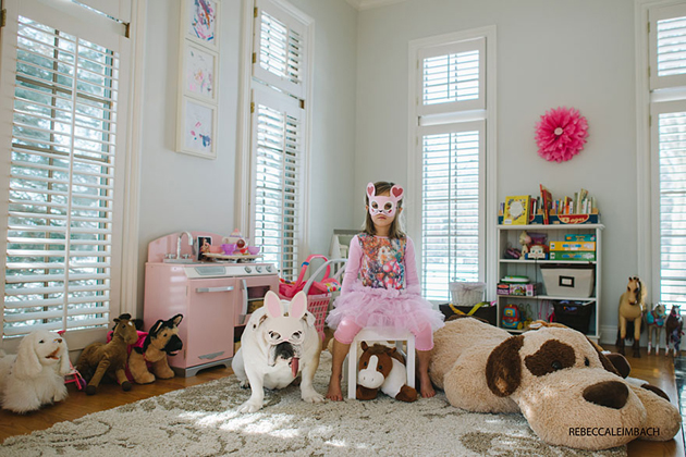Beautiful Photos of a Little Girl and Her English Bulldog (17)