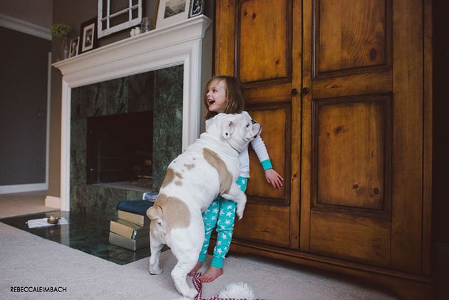 Beautiful Photos of a Little Girl and Her English Bulldog (7)