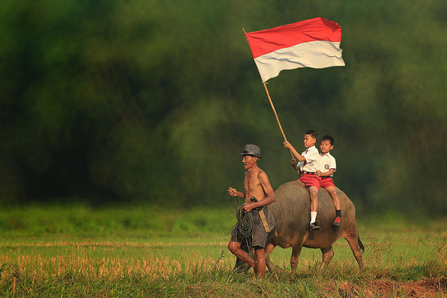 Day by Day life Of Village People in Indonesia by Herman Damar -Greatinspire (11)