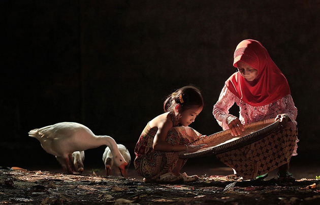 Day by Day life Of Village People in Indonesia by Herman Damar -Greatinspire (16)