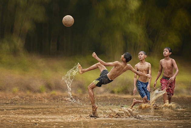 Day by Day life Of Village People in Indonesia by Herman Damar -Greatinspire (2)