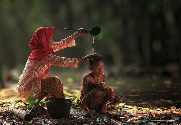 Day by Day life Of Village People in Indonesia by Herman Damar -Greatinspire (9)