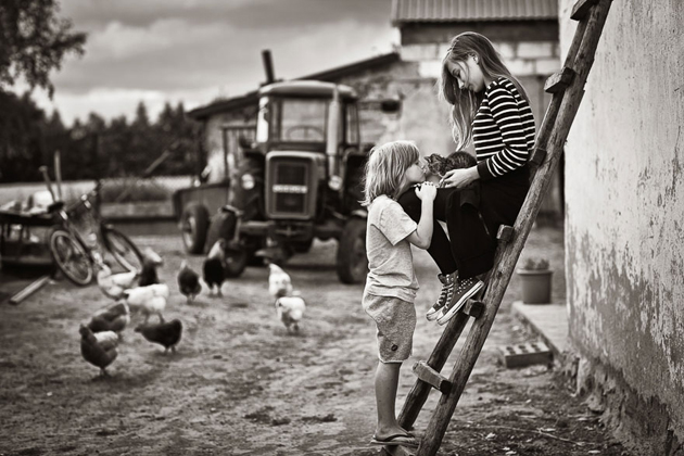 Mother Takes Pictures Of Her Children's Summers In The Polish Countryside (11)