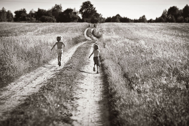 Mother Takes Pictures Of Her Children's Summers In The Polish Countryside (12)