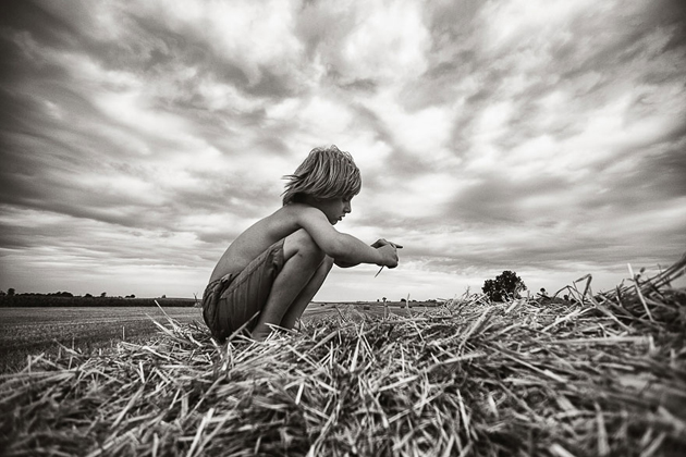 Mother Takes Pictures Of Her Children's Summers In The Polish Countryside (15)