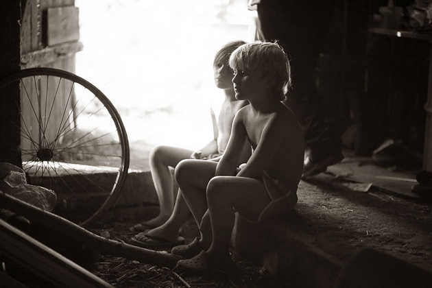 Mother Takes Pictures Of Her Children's Summers In The Polish Countryside (2)