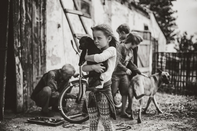 Mother Takes Pictures Of Her Children's Summers In The Polish Countryside (20)