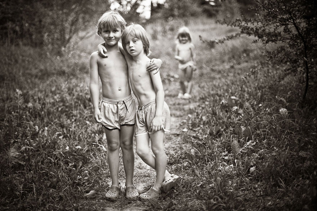 Mother Takes Pictures Of Her Children's Summers In The Polish Countryside (25)