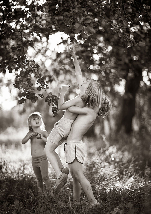 Mother Takes Pictures Of Her Children's Summers In The Polish Countryside (27)
