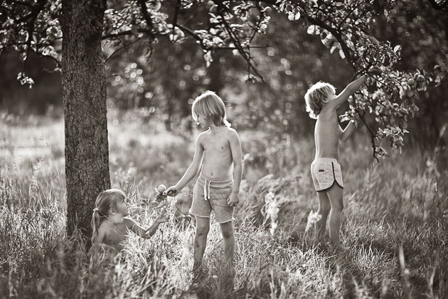 Mother Takes Pictures Of Her Children's Summers In The Polish Countryside (28)