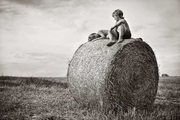 Mother Takes Pictures Of Her Children's Summers In The Polish Countryside (30)