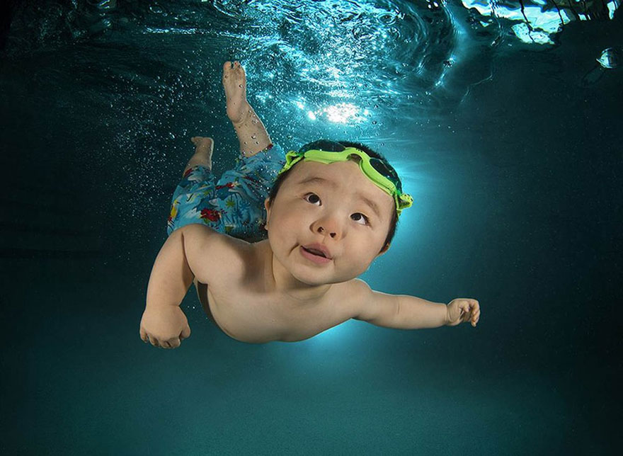 Astonished kids underwater photography by Seth Casteel (2)