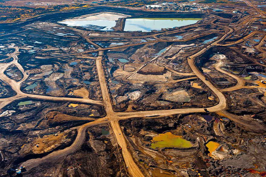 Tar-rich zone in Alberta, Canada destroyed by mining and toxic wastes