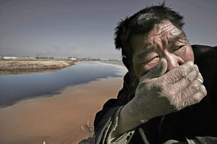 The Yellow river in Mongolia is so polluted that it's almost impossible to breathe near it