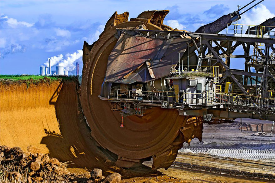World's biggest excavator, Bagger 288, used to extract coal in Tagebau Hambach strip mine (Germany)