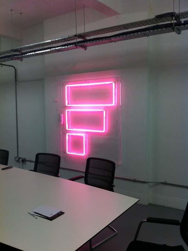 fetch-logo-neon-sign