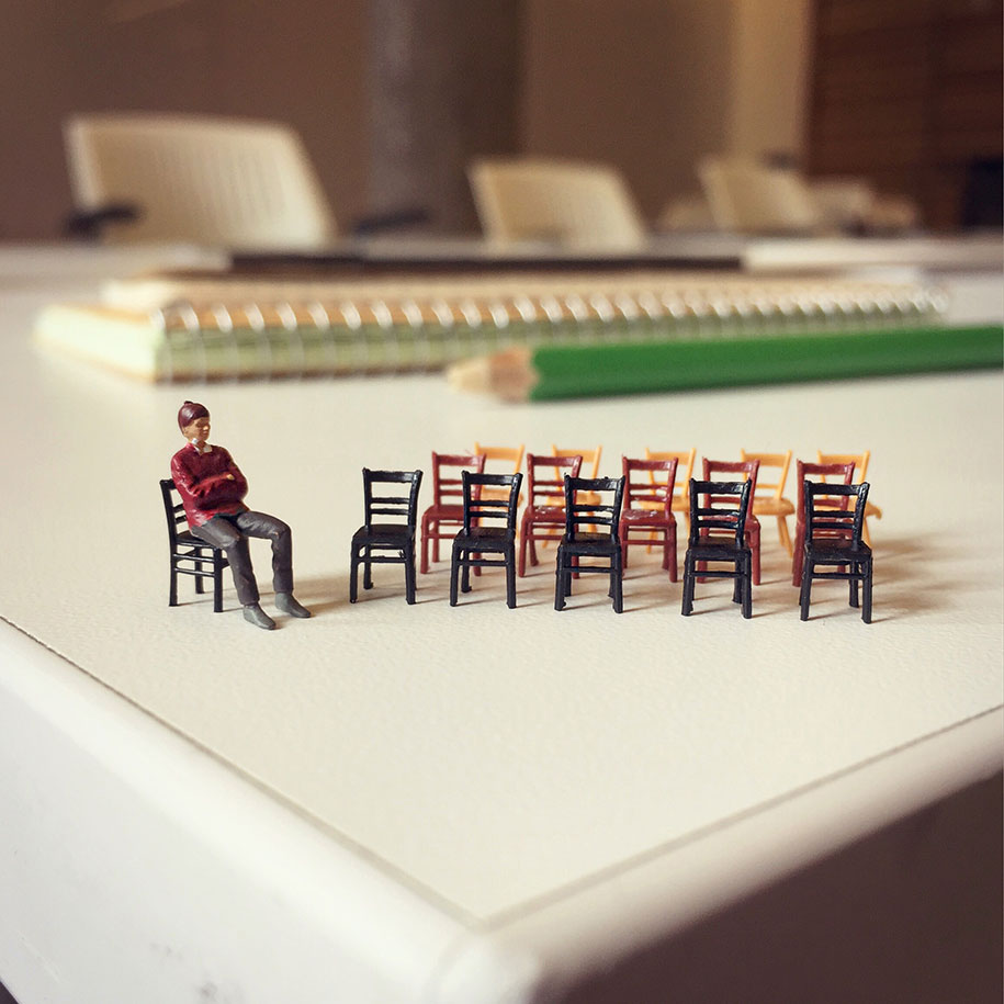 greatinspire-Frustration in Office with Miniature Figures (1)