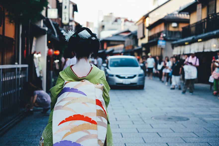 Beautiful Japanese Street Photography by Takashi Yasui (11)