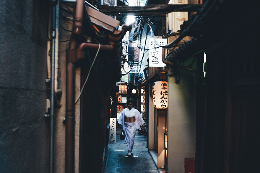 Beautiful Japanese Street Photography by Takashi Yasui (12)