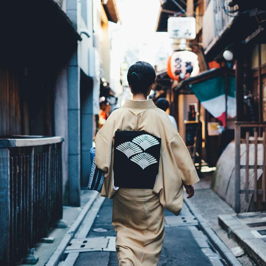 Beautiful Japanese Street Photography by Takashi Yasui (5)