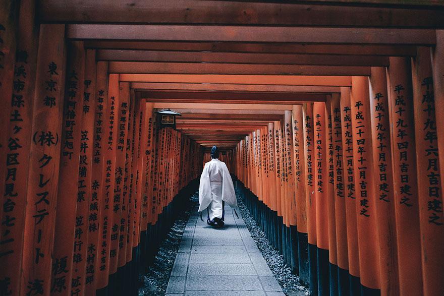 Beautiful Japanese Street Photography by Takashi Yasui (8)