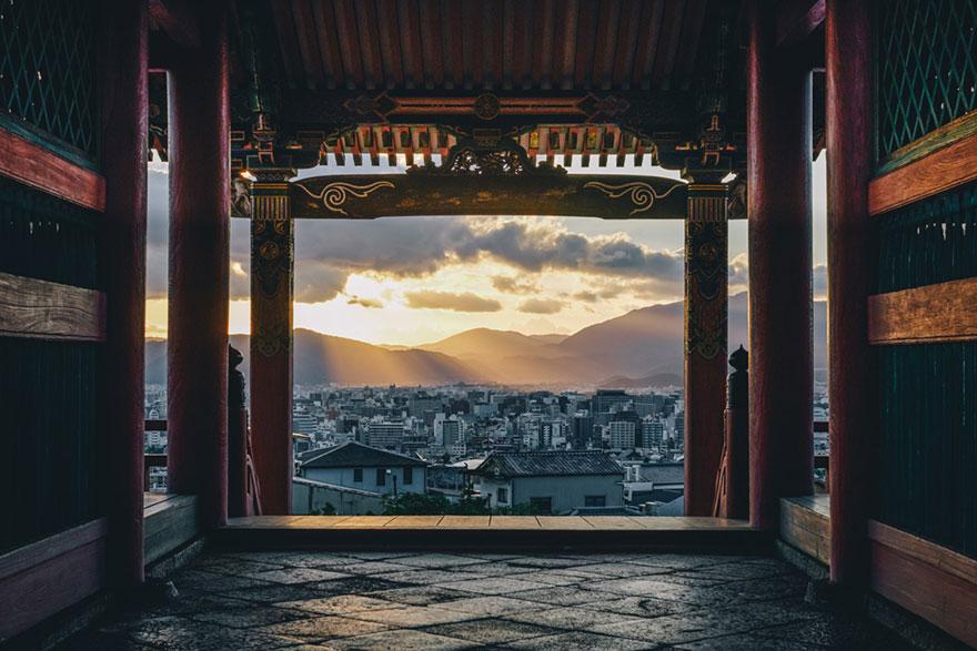 Beautiful Japanese Street Photography by Takashi Yasui (9)