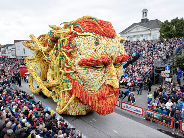 World's Largest Flower Parade In The Netherlands - Flower Sculptures (11)